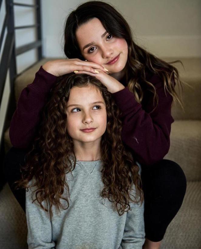 آني ليبلانك مع أختها الصغرى هايلي