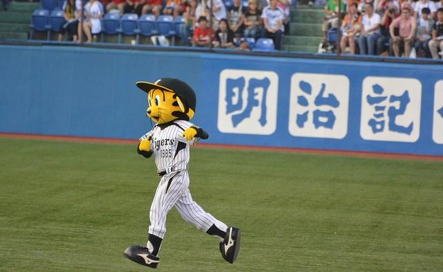 阪神タイガース 公式スマホサイト登録でサイン入りボールが当たる!