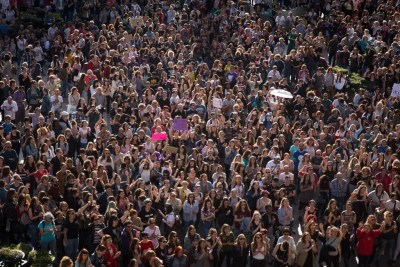 https://i2.wp.com/arainfo.org/wordpress/wp-content/uploads/2018/04/Protesta-feminista-jucio-manada_foto-Pablo-Ib%C3%A1%C3%B1ez-13-1.jpg?resize=400%2C267