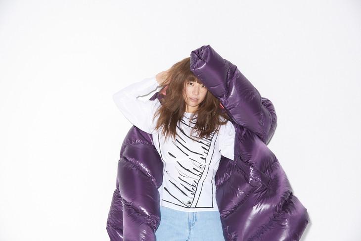 "YUKI releases new album ""Mabataki"" in March, new single."