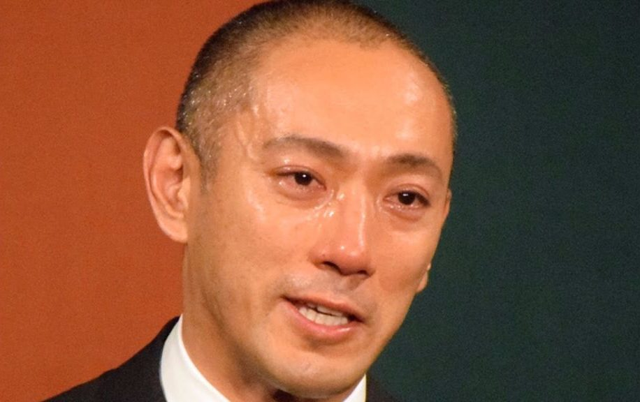 Ichikawa Ebizo delivers tearful news conference for late wife Mao Kobayashi
