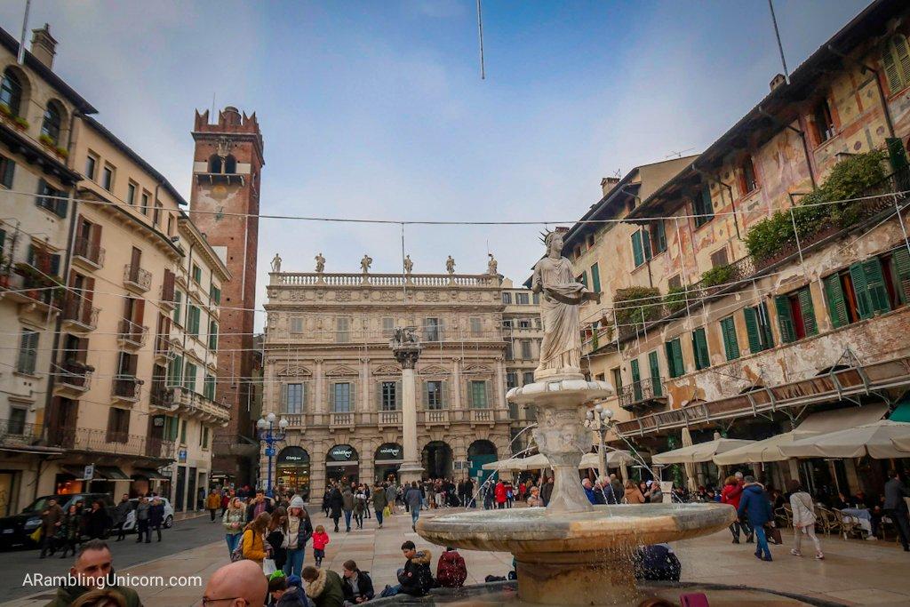 Verona in 24 Hours: The fountain in the center of Pizza delle Erbe