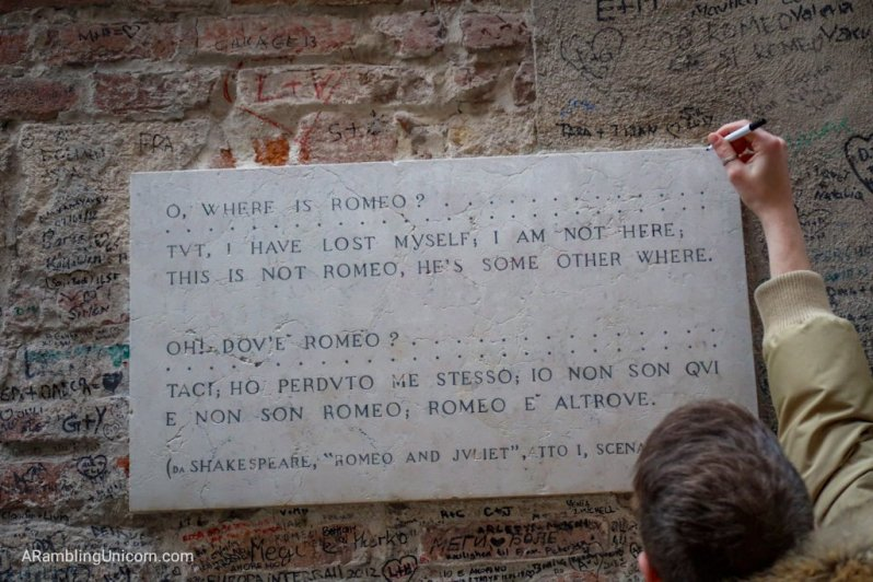 The plaque in front of Romeo's House.