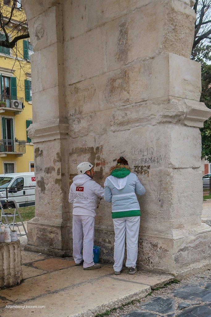 Arco dei Gavi next to Castelvecchio - removal of graffiti