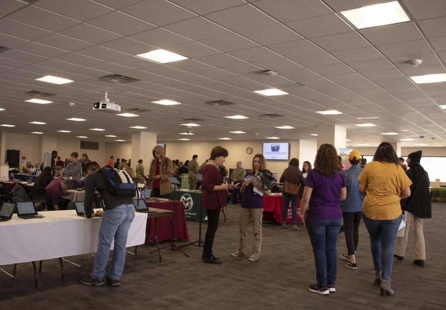 ACC+students+and+staff+gather+at+the+Spring+Transfer+Fair+to+talk+with+transfer+advisors%2C+Tuesday%2C+Feb+26%2C+2019.+Local+and+National+four-year+universities+to+collect+information+about+transfer+options.