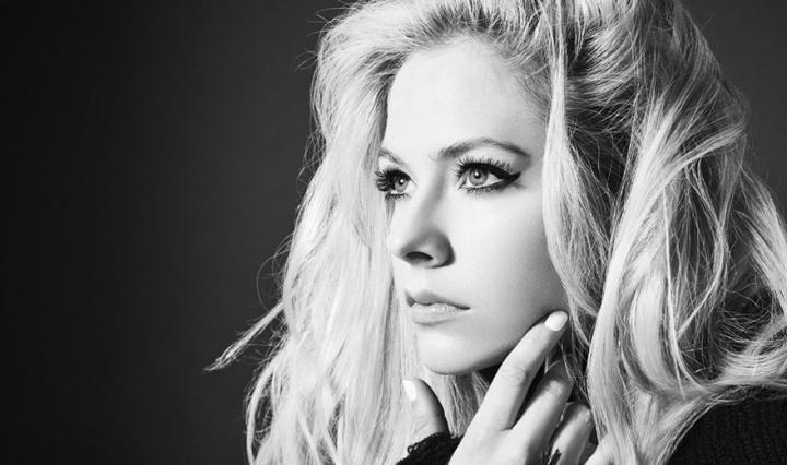 Com-quase-20-anos-de-carreira-Avril-Lavigne-vai-ganhar-estrela-na-Calcada-da-Fama-de-Hollywood