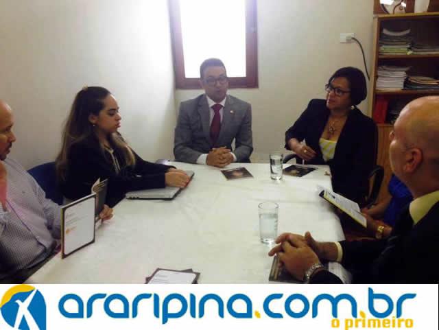 Secretária de Políticas da Mulher promove projeto Todos Por Maria