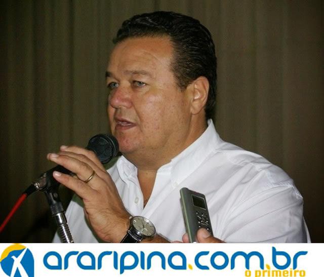 Prefeito de Araripina volta a atacar oposição.