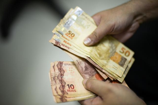 13º salário irá injetar cerca de R$ 211,2 bilhões na economia