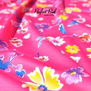 鮮やかなピンク。ポップで可愛いいお花柄のお洋服、それが「Perfect Pink」|ハーフタイプも始まりました