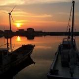 「淡路島の漁港」夕暮れのひととき、釣竿片手に愛犬とに行く。