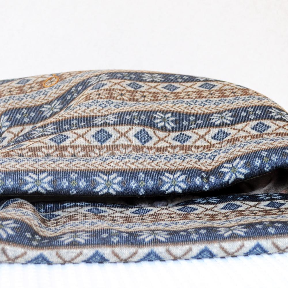 「犬寝袋&カフェマット」の撮影中もぬくぬく、ねんねzzz|ふわっと、もこもこ寝袋「保温効果抜群ニットボンディング」|ジャガードニット裏ボア生地