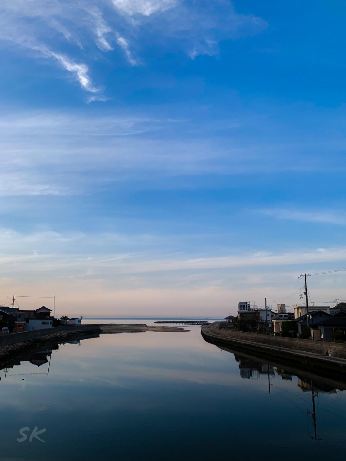 空と海と川