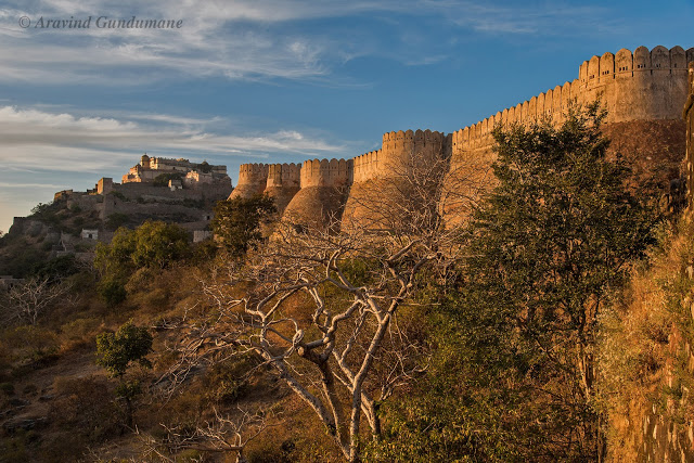The massive Kumbhalgarh fort