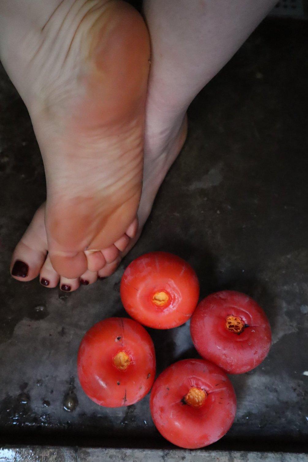 PV6. KAKI foto foot crush