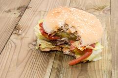 abgebissener-burger-26529776