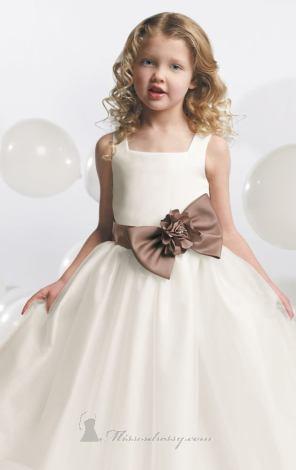 فساتين اعراس للاطفال - 2013 - 11