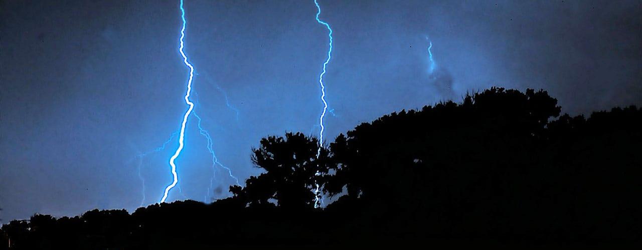 lightning strike at night hitting a tree in Dayton, OH