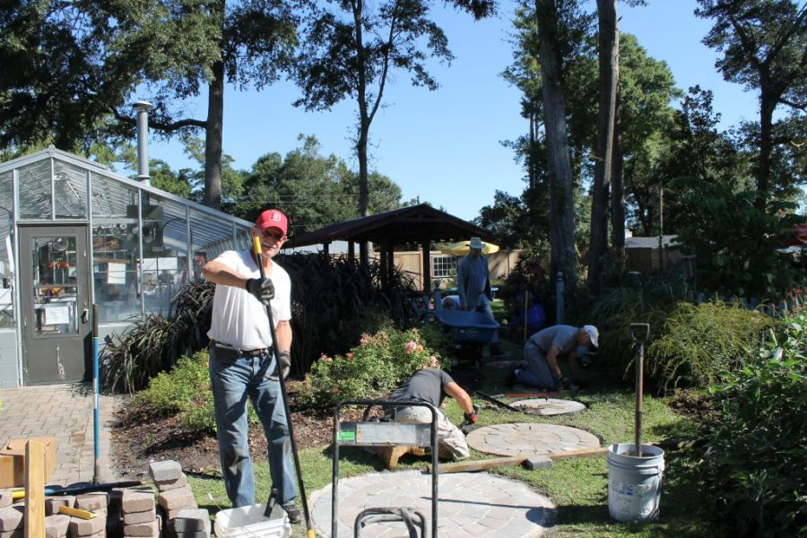 Master Gardeners   NCSU Extension Service and Arboretum   New     The New Hanover County Master Gardener Volunteer Association has more than  300 members who volunteer thousands of hours each year  providing  information to