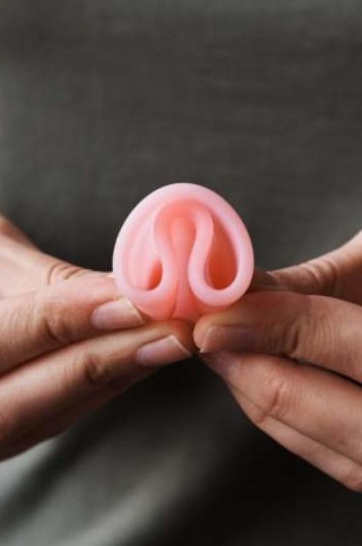 arbre solitaire sous la neige