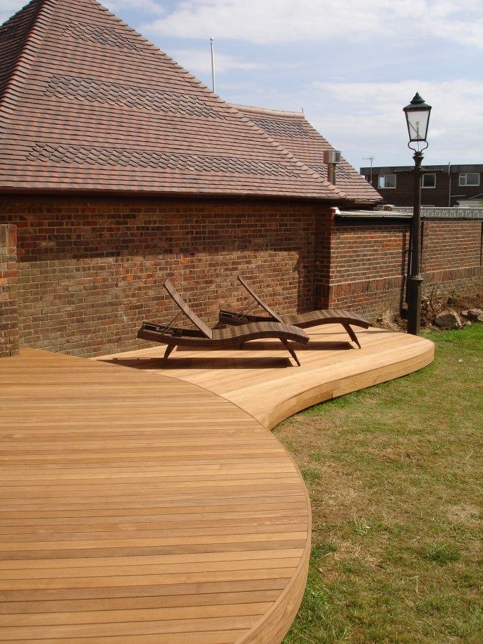 Quality workmanship created these fabulous curved decks with clean lines and smooth curves in Ipe timber