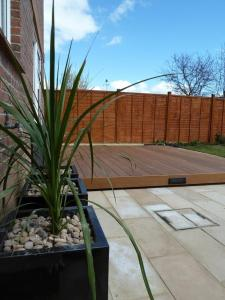 Garden makeover with paving, Ipe hardwood deck, vertical screen and planters (4)