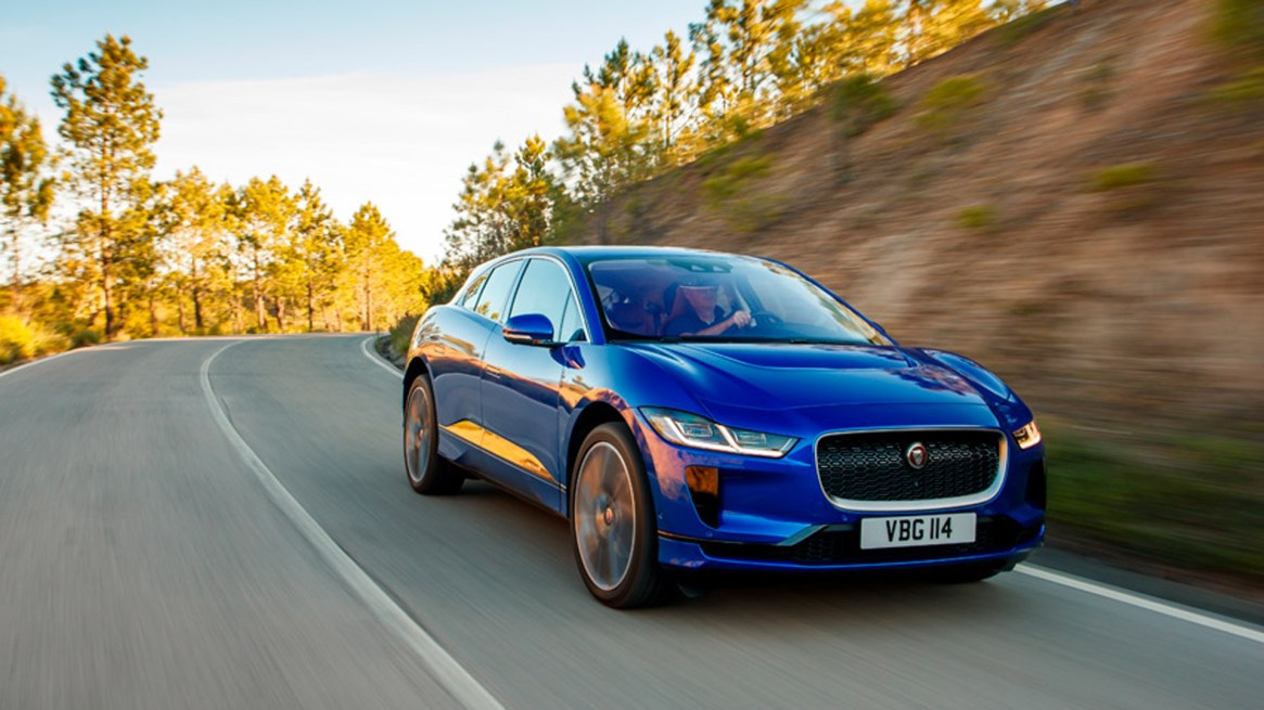 El Jaguar I-Pace acumuló 18 puntos frente a los 16 puntos del Alpine A110, por lo que el SUV eléctrico de la firma británica se llevó finalmente el galardón