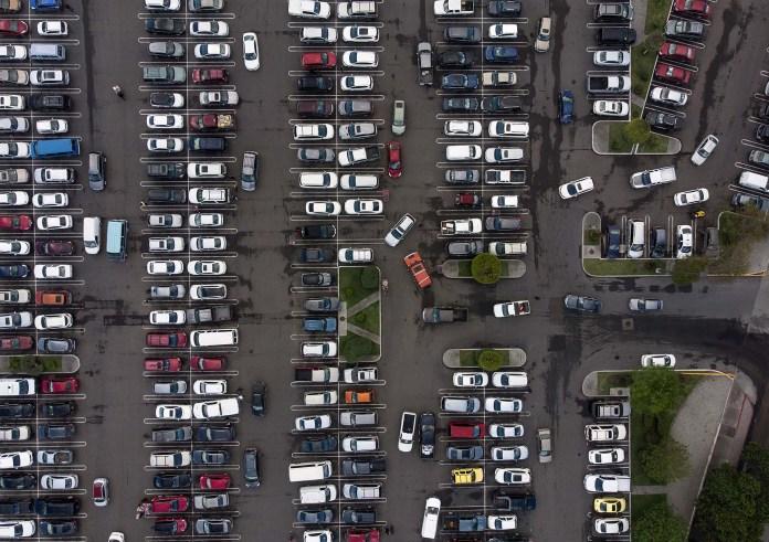 Estacionamiento de un centro comercial en Tijuana, Mèxico, uno de los pocos paìses donde no se establecieron medidas restrictivas (AFP)