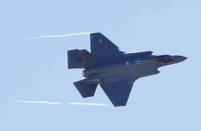 El F-35 es el primero en combinar tecnología sigilosa de evasión de radar con velocidades supersónicas y la capacidad de realizar despegues cortos y aterrizajes verticales (Reuters)