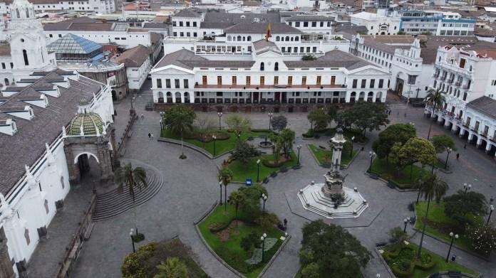 La Plaza Grande y el Palacio Presidencial de Carondelet en Quito, Ecuador.