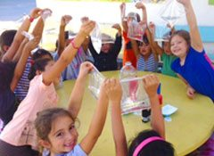 elementary-students-science-experiment