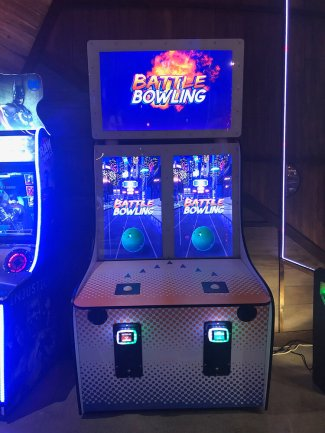 Battle Bowling by Coin Crew Games