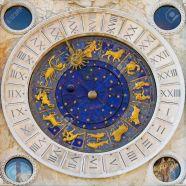 9551887-orologio-dello-zodiaco-in-piazza-san-marco-a-venezia-archivio-fotografico