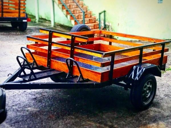 Carreta Fazendinha mista carga / 3 motos