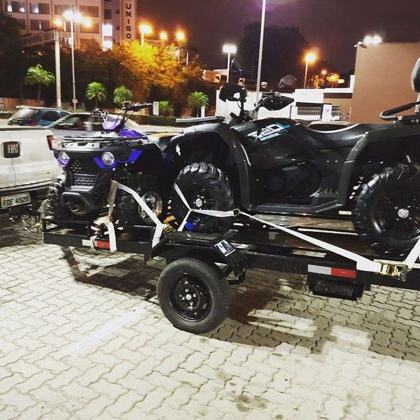 2 quadriciclos