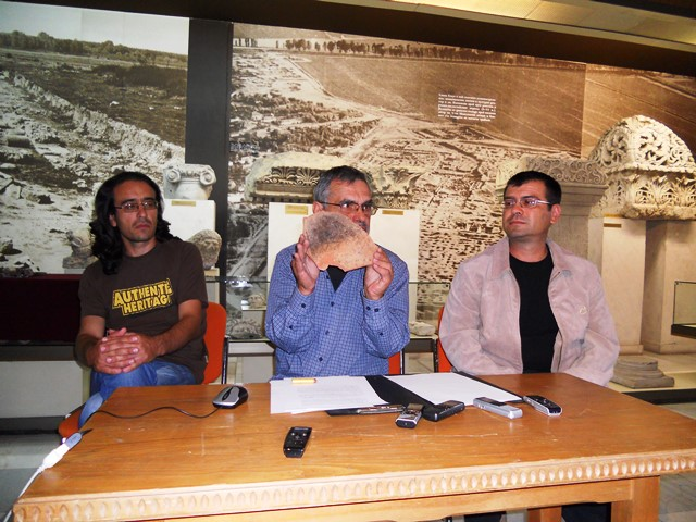 Archaeologists (L-R) Martin Dyakov, Petar Banov, and Vladimir Naydenov presenting the discoveries from the 2014 excavations of the Roman fortress and road station Ad Putea in Bulgaria's Riben. Photo: InfoPleven