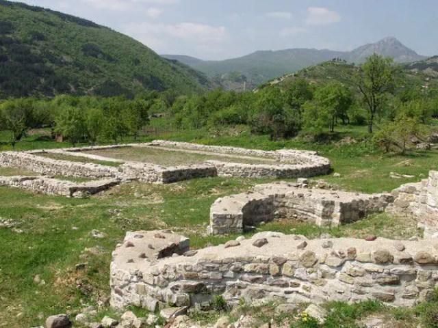 This 2011 photo shows part of the ruins of the Tuida Fortress in Bulgaria's Sliven before the restoration. Photo: Slivenski Novini
