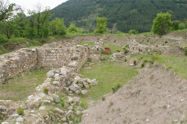 This 2014 photo shows part of the ruins of the Tuida Fortress in Bulgaria's Sliven before its restoration. Photo: Tuida Fortress Facebook Page