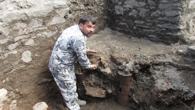 "Bulgarian archaeologist Ivan Hristov shows the heater of the Ancient Roman Jacuzzi in the ""luxury"" Roman road station at the Sostra Fortress located near Bulgaria's Troyan. Photo: InfoTroyan.eu"