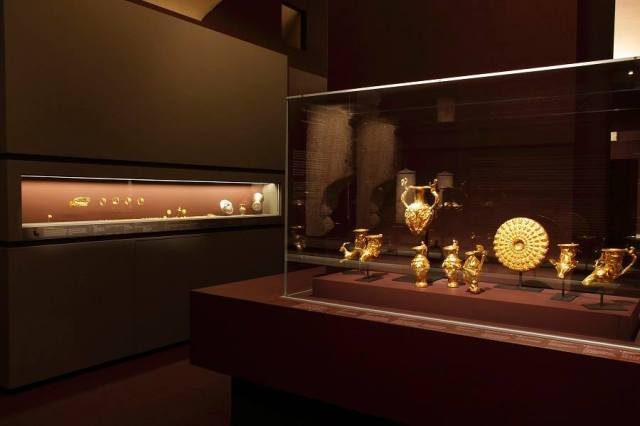The Panagyurishte Gold Treasure (right), probably the most impressive Ancient Thracian treasure found to date, as displayed in Bulgaria's Ancient Thracian exhibit in the Louvre, Paris, France. Photo: Musée du Louvre / Antoine Mongodin / Louvre Museum Facebook Page