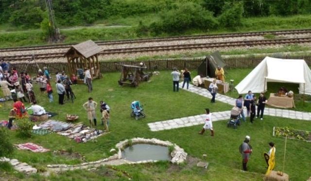 The Festival of MedievaCrafts and Culture hosted by the Kaleto Fortress in Bulgaria's Mezdra involved featured demonstrations of military camps, crafts, traditions, and costumeds from the medieval Bulgarian Empire. Photo: Mezdra Municipality