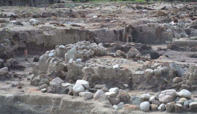 The 8,000-year-old Early Neolithic settlement near Bulgaria's Mursalevo was practically a prehistoric city with urban planning, straight streets, and small neighborhoods of 3-4 houses each. Photo: Radio Blagoevgrad