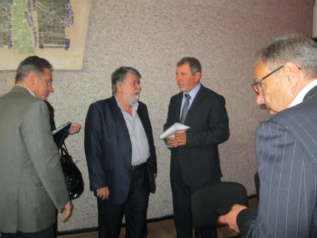 Bulgarian Culture Minister Vezhdi Rashidov (middle) during a public discussion in the town of Karlovo. Photo: Maritsa Daily