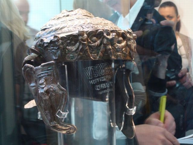 A view of the front-right side of the Ancient Thracian aristocrat's helmet found in the Thracian burial mound (tumulus) Pamuk Mogila in Bulgaria's Brestovitsa in 2013. Photo: Plovdiv24