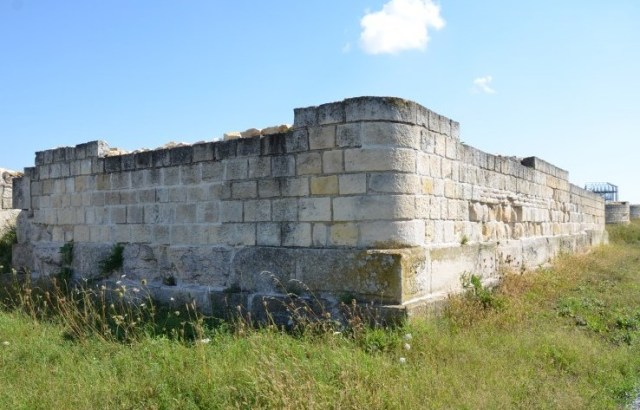A rectangular fortress tower, one of the 35 towers in the Roman fortress of Abritus. Photo: Abritus Archaeological Preserve