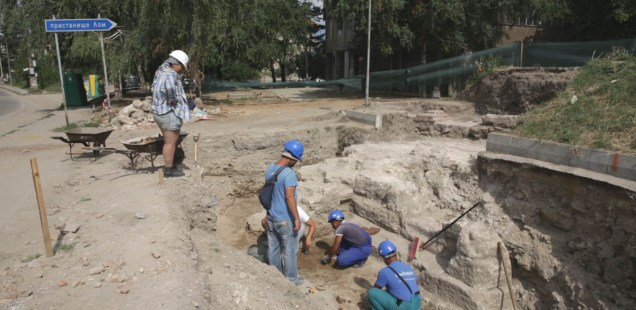 Bulgarian Archaeologists Discover Gate of Ancient Roman City Almus in Danube Town of Lom