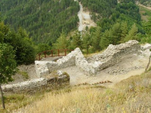 A view of Momchil's Fortress, an archaeological site in the Rhodope Mountains located south of the Bulgarian city of Smolyan. Photo: Smolyan Municipality