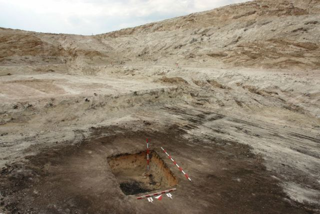"""Grave No. 4, most likely the grave of a cremated Thracian male aristocrat, has been unearthed underneath the Great Ancient Thracian Mound in Bulgaria's Tatarevo. The clay vessel with a """"printed"""" inscription on it was part of the grave's funeral inventory. Photo: Parvomai. net"""