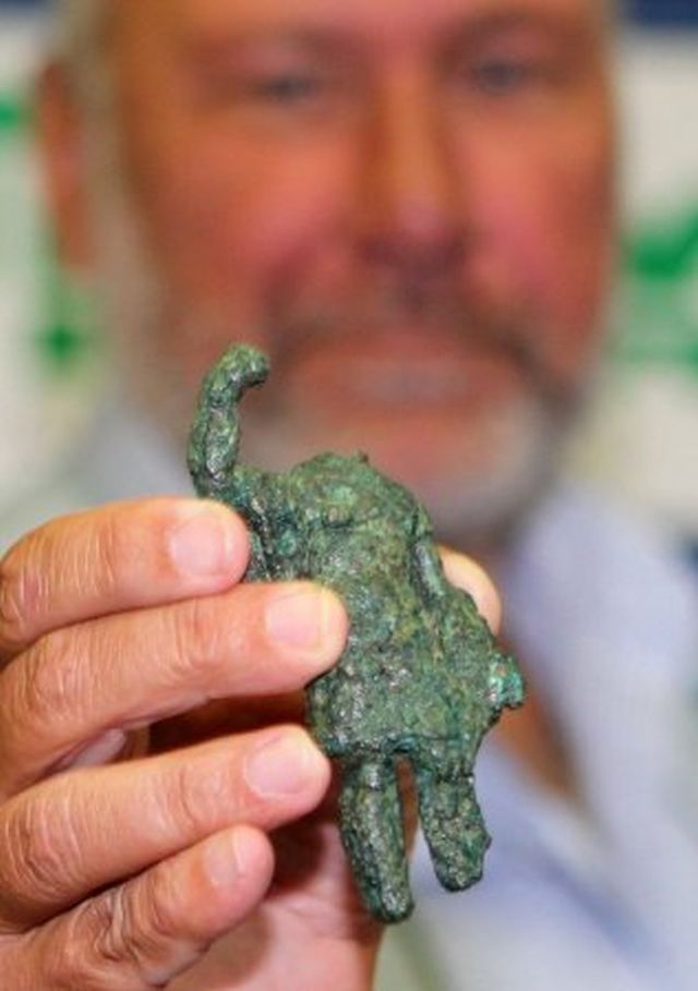 A maimed figurine of Roman deity Mars, possibly mutilated by a former pagan who wanted to demonstrate their adoption of Christianity, has been found during the excavations of the ancient and medieval city of Missionis / Krum's Fortress near Bulgaria's Targovishte. Photo: BTA