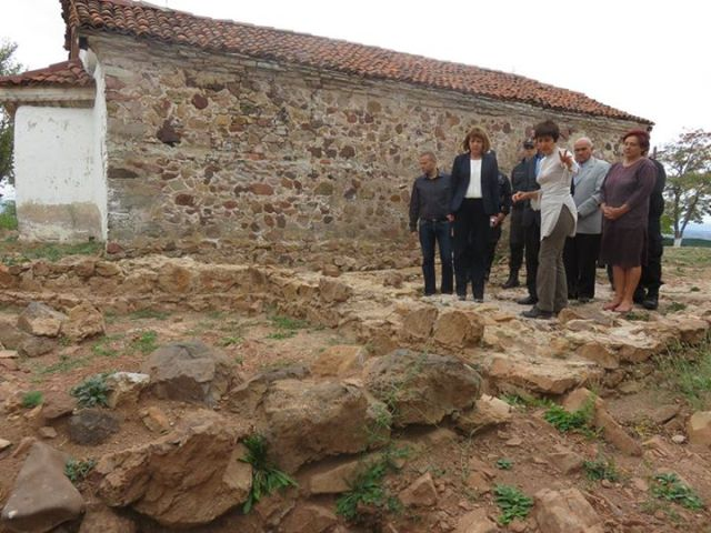 Sofia Mayor Yordanka Fandakova visiting the newly excavating ruins of the Early Christian 4th century basilica in the Buhovo Monaster, with the 19th St. Mary Magdalene Church in the background. Photo: Sofia Mayor Yordanka Fandakova's Facebook Page